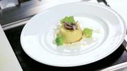Flan di broccolo romano, salsa al pecorino e acciughe